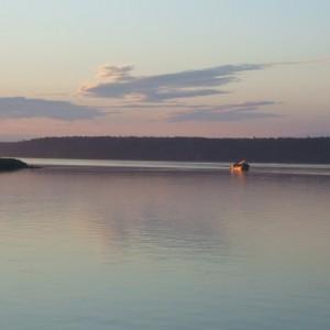 Одинокий труженик – судно-черпалка