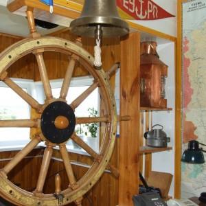 Экспозиция артефактов в диспетчерском пульте базы флота Подтесово