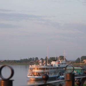 Теплоход «Михаил Лермонтов» с журналистами на борту. Енисейск