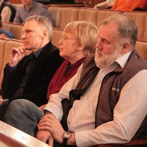 Члены жюри обдумывали поздравительные речи