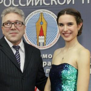 Ведущие Мария Семенова и Рим Муллаянов закрывают торжественную часть. Впереди - неформальное общение коллег.