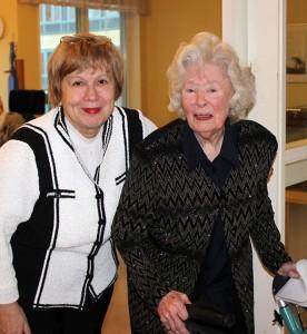 Барбара (справа) всегда при параде.