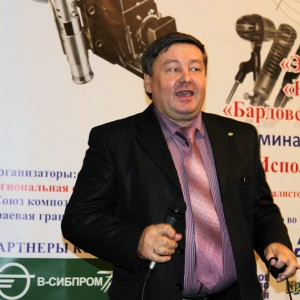 Член жюри композитор Александр Кузнецов исполнил свою новую песню