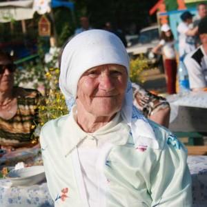 тарожил села Недокуры,   ветеран труда Евдокия Перепечко на празднике села.