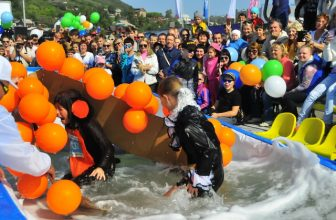 В минувшее воскресенье в Фанпарке «Бобровый лог» прошли шуточные костюмированные соревнования — летний Горнолужник.