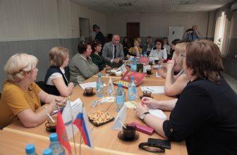 В Доме журналистанакануне Дня защиты детей обсудили проблемы многодетных семей