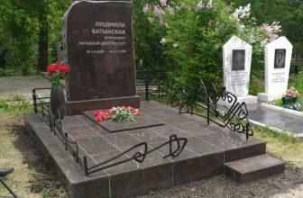 На Бадалыке установлен новый памятник Людмиле Ивановне Батынской